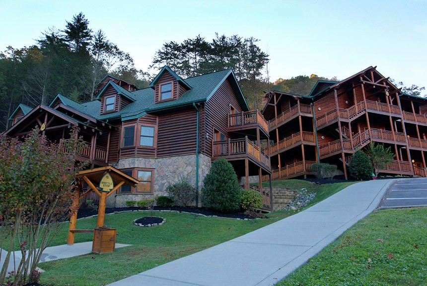rental cabin hugs bearhugs bear log gatlinburg new cabins tn in