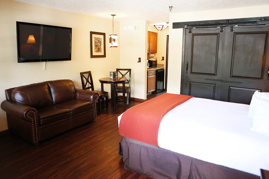 Westgate River Ranch Lodge guest room