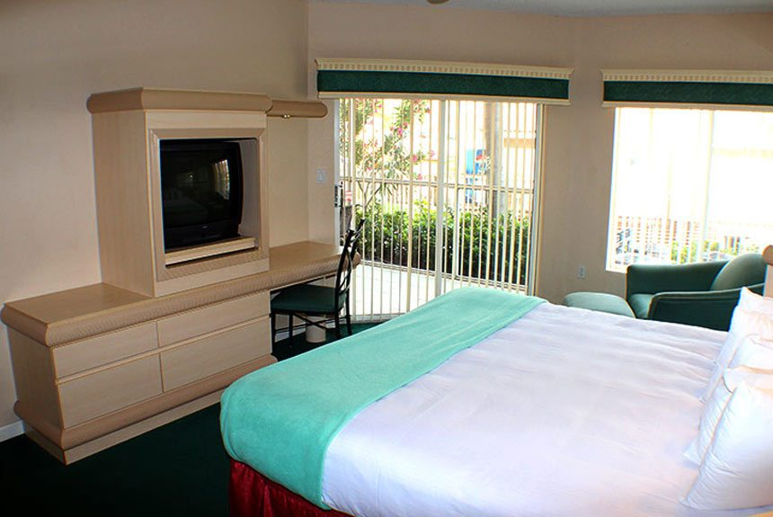 Westgate Town Center Resort & Spa 3 Bedroom Suite - 3 Bedroom Resorts In Orlando, FL - Suites Accommodate Up To 12 Guests!