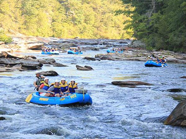 Paseos en Kayaks y Balsas en el Río | Cosas que hacer en Gatlinburg | Lista de Cosas para Hacer en Gatlinburg